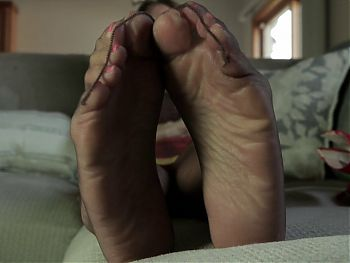 212. Cum To My Feet in Stockings