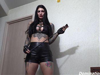 Domina Sheena Rose has her ass worshiped