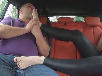 Footjob - Footjob im Auto mit Birkenstocks