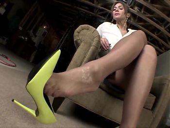 La creme mature yellow heels