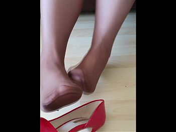 mom new heels and stinky pantyhose from work