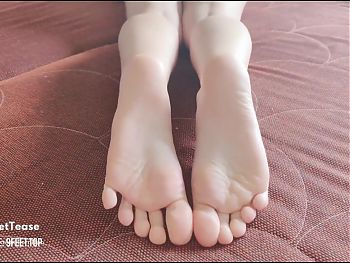 Cum on my soles, PLEASE