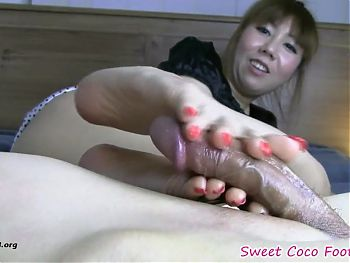 Sweet Coco - Red Nails